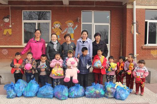 阳光幼儿园开展手拉手帮扶捐赠活动